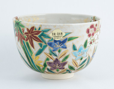 Kyô-yaki matcha bowl, flowers from the four seasons