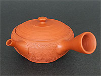 "Red Tokoname-yaki kyûsu teapot with ""pine bark"" motifs by Gyokkô, 130 ml / 4.3 oz."