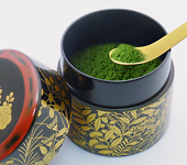 Menchûji, lacquerware tea caddy for matcha. Chrysanthemums, paulownia and autumn grasses.