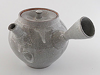 White glazed Banko-yaki kyûsu teapot, 260 ml (8,8 oz), by Taisen