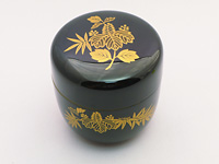 Natsume, lacquerware tea caddy for matcha. Bamboo and paulownia leaves.