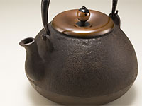 Kyô-tetsubin, cast iron hôju-shaped kettle from Kyôto, by Yoshiha Yôhei 900ml (30oz)
